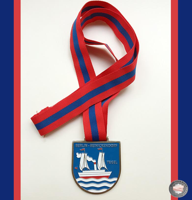 medaille-mercedes-benz-halbmarathon | earn your bacon