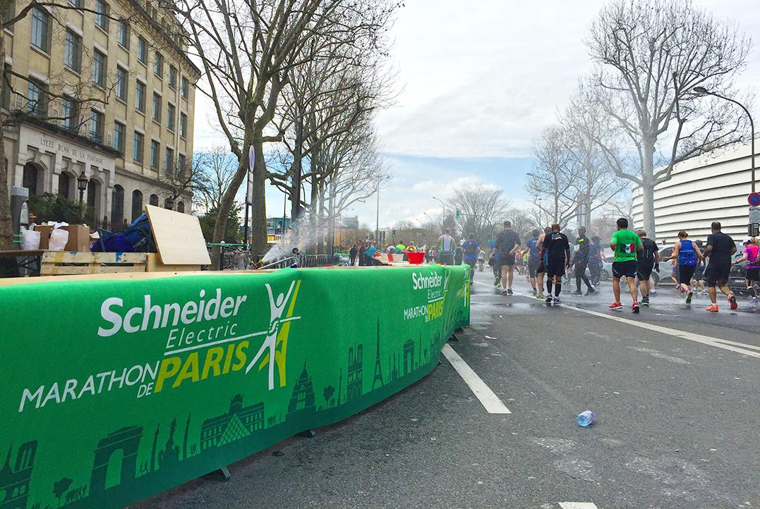 Paris Marathon 2016 Wasser marsch