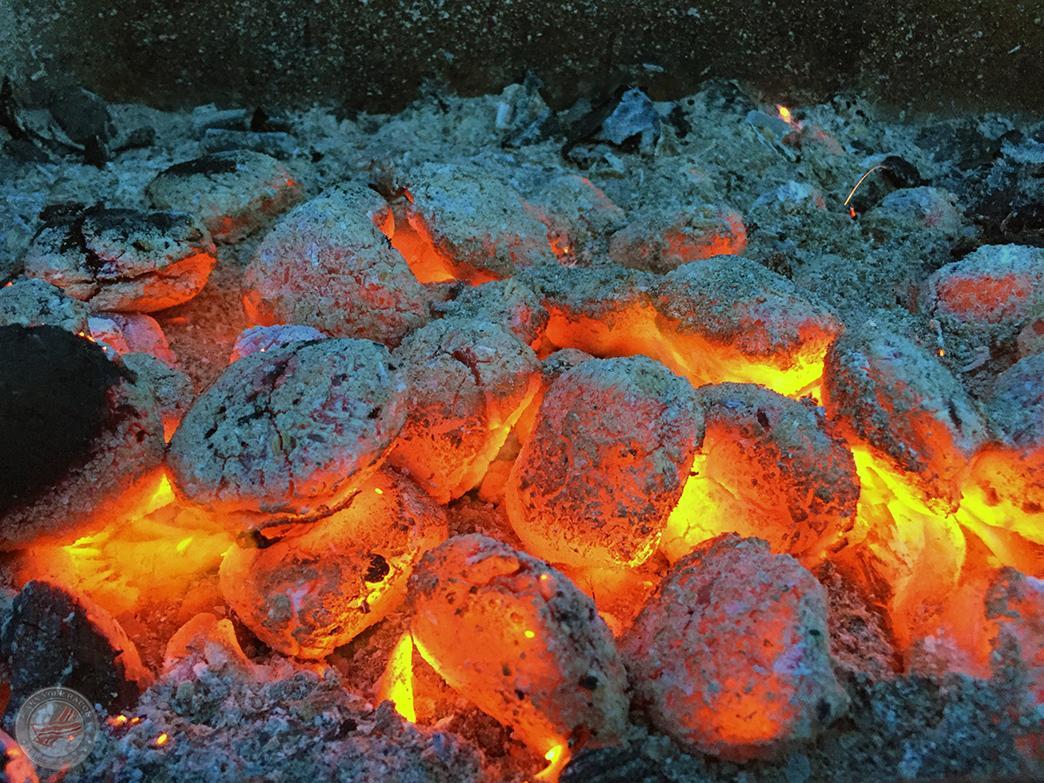 Mammutmarsch Grillen glühende Kohle